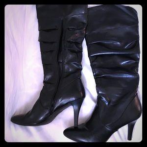 Black boot heals